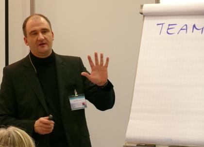 Marcus B. Hausner setzt in seinem Teamtraining auf das persolog Teamdynamik-Modell, dem persolog Tool für die Teamentwicklung